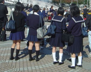 800px-Japanese_school_uniform_dsc06052